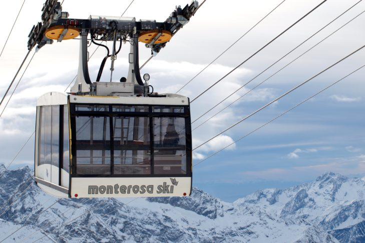 Die Stafal-Sant'Anna-Pendelbahn transportiert pro Fahrt 70 Personen ins Skigebiet Monterosa Ski.