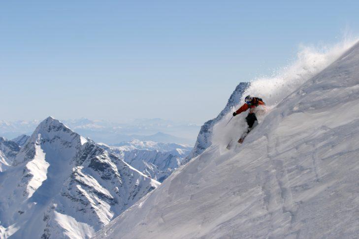 Piemont, Italien: Freerider im Skigebiet Monterosa Ski.
