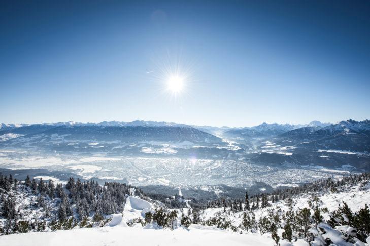 Panorama über Innsbruck und das Inntal.