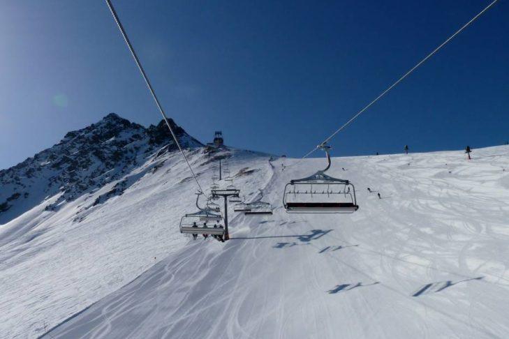 Ganze 73 variantenreiche Pistenkilometer warten im Skigebiet Nauders am Reschenpass - Bergkastel.