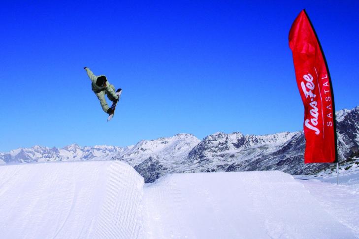 Freestyler finden im Skigebiet Saas-Fee einen tolle Snowpark vor.