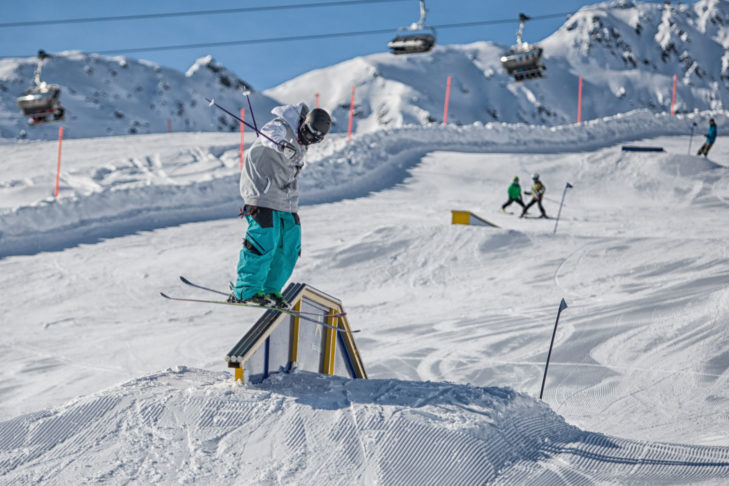 Obstacle-Action im Skigebiet Serfaus-Fiss-Ladis.