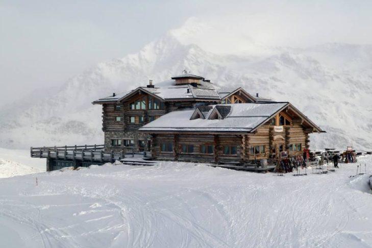 Das Sunny Valley Kelo Resort ist die erste Einkehr-Adresse im Skigebiet.