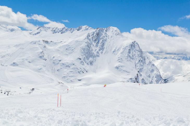 Schneeweiße Pistenlandschaft am Schnalstaler Gletscher.