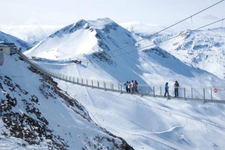 Highlight im Skigebiet: die 140 m lange Hängebrücke am Stubnerkogel.