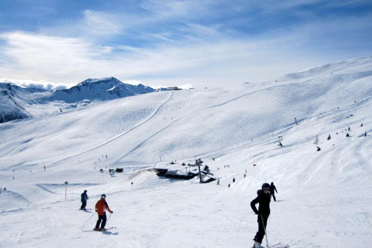 Breite, sonnige Pisten im Skigebiet Gastein.