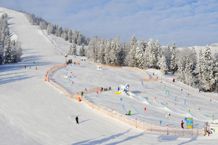 Talabfahrt und Kinderland im Skigebiet Rofan.