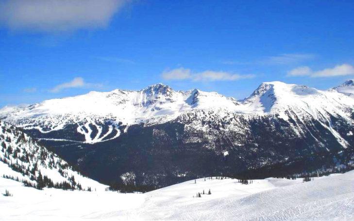 Blick über die Bergwelt Kanadas.