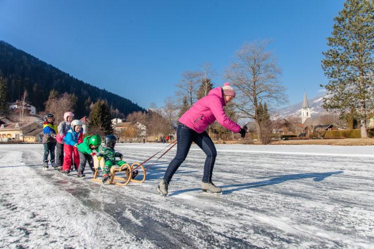 Auch Schlittschuhlaufen kann man in Bad Kleinkirchheim/St. Oswald.