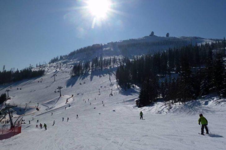 Das Skigebiet Silberberg ist vor allem bei Familien und Wintersport-Einsteigern beliebt.