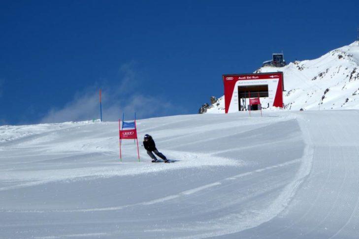 Skigebiet Corviglia: Speedfahrer auf dem Audi Ski Run.