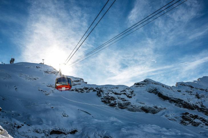 Mit der Gondel geht es ins Skigebiet Engelberg-Titlis.