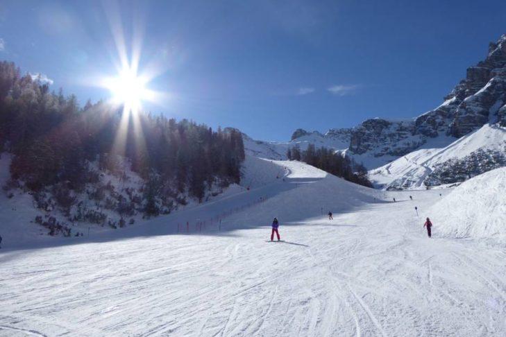 Sonnige Abfahrt: Im Skigebiet Schlick 2000 gibt es für jeden die richtige Piste.