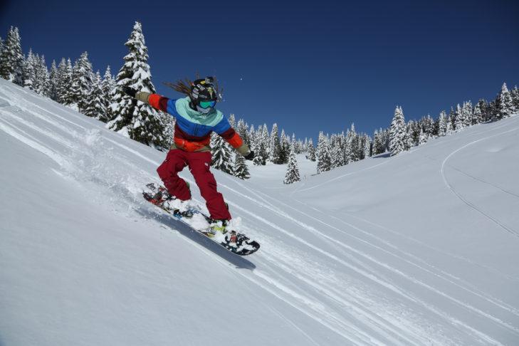 Snowboarder vergnügen sich in Folgaria auch gerne im Tiefschnee.