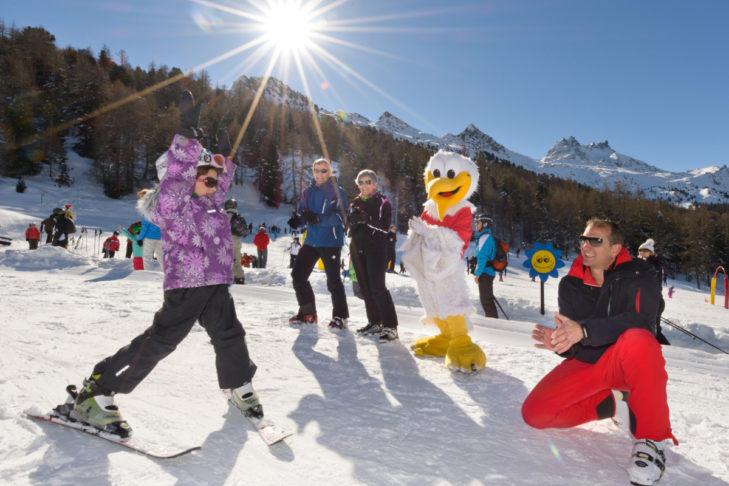 """Im Familienpark """"SiSu"""" warten zahlreiche leichte Übungshänge auf kleine Skianfänger."""