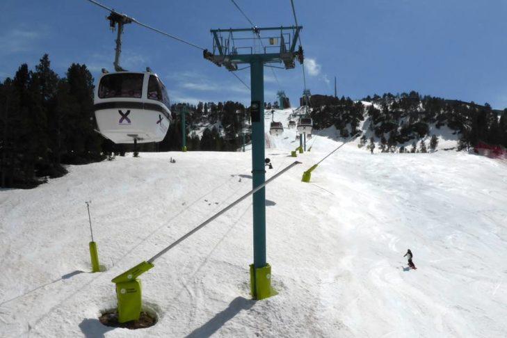 Skigebiet Grandvalira: Mit der Gondel geht's Richtung Gipfel.