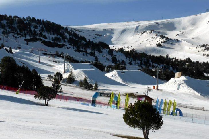 Auch Freestyler kommen im Skigebiet Grandvalira nicht zu kurz.