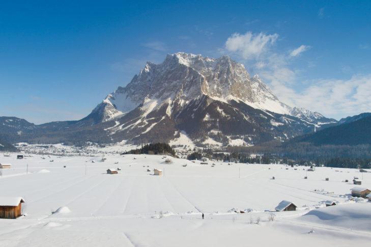 Blick aus dem Tal auf die Zugspitze.