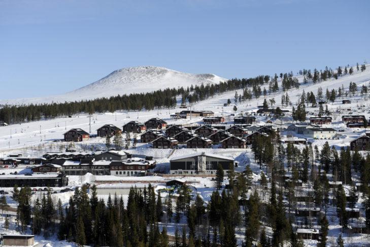 Skigebiet Idre Fjäll: Ortsansicht Idre mit Pistenabschnitt. Foto Nisse Schmidt