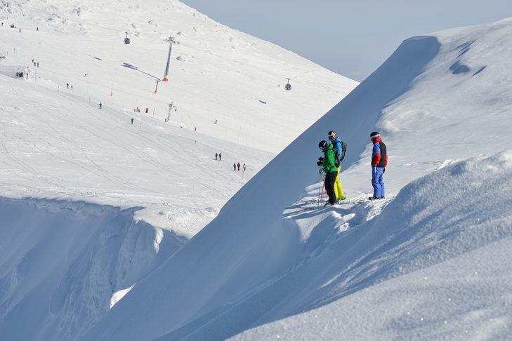 Im Skigebiet Jasná liegen Pisten und Gelände-Abfahrten dicht beieinander.