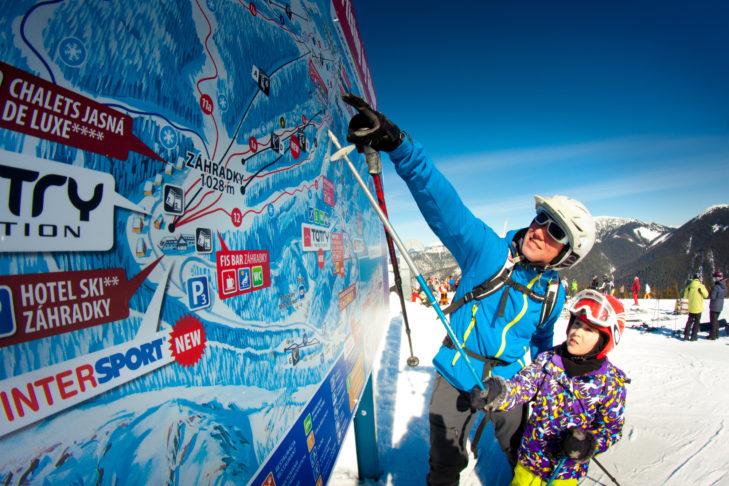 Jasná: Die gute Beschilderung zeichnet die Infrastruktur im Skigebiet aus.