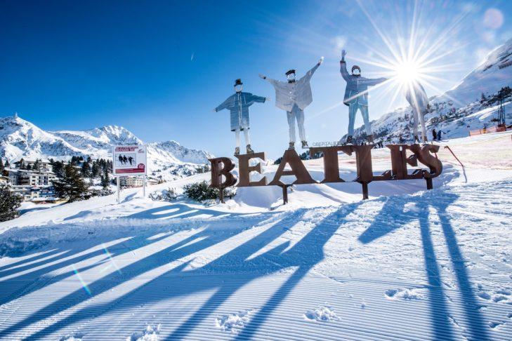 Schriftzug der Beatles im Skigebiet Obertauern.