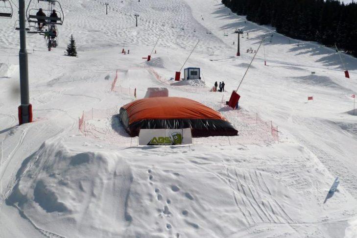 Für Freestyler stehen im Skigebiet Évasion Mont-Blanc einige Obstacles bereit.