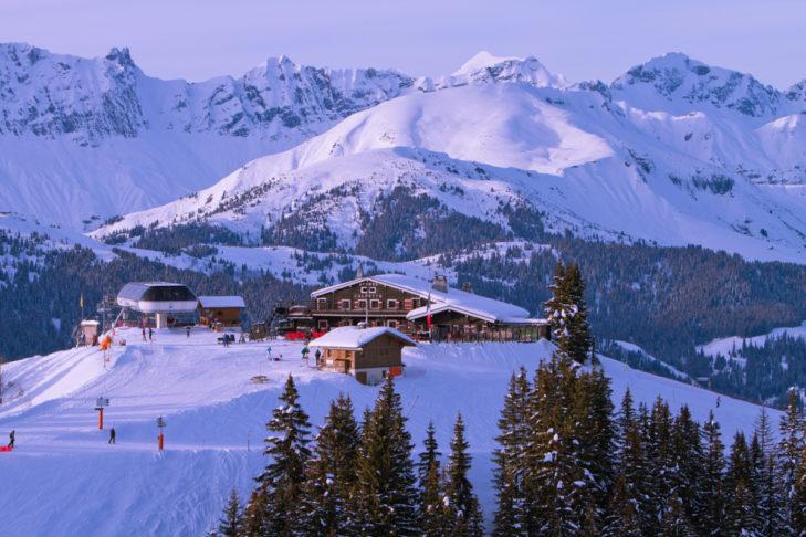 Im Skigebiet Évasion Mont-Blanc genießt man auch beim Einkehrschwung traumhafte Blicke.
