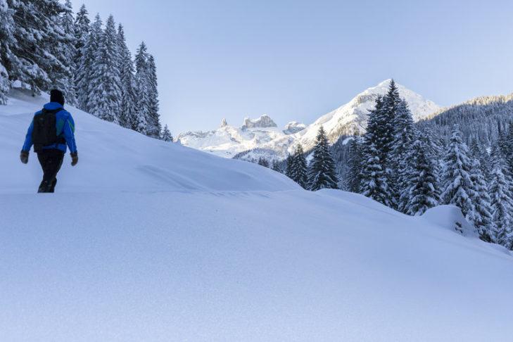 Skiurlaub Montafon: Winterwanderungen im verschneiten Gauertal sind besonders romantisch.