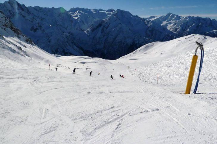 Bergpanorama rund um das Skigebiet Adamello Ski.