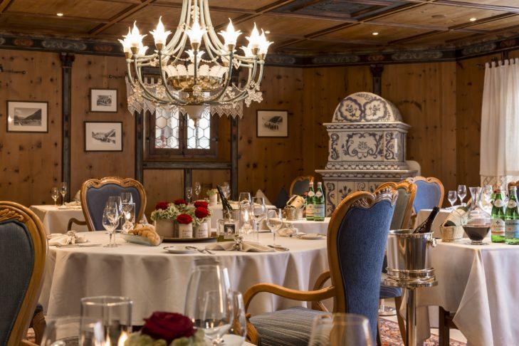 In der Paznauner Stube erwartet die Gäste kulinarischer Genuss im stilvollen Ambiente.