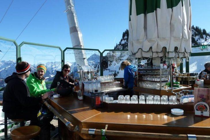 Skigebiet Allgäu/Tirol Vitales Land: Bar direkt an der Piste.