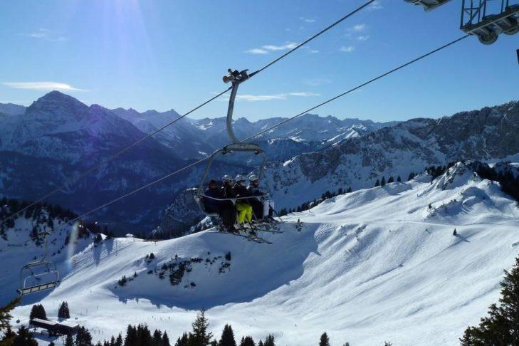 Rund 160 Pistenkilometer warten im Skigebiet Allgäu/Tirol Vitales Land .