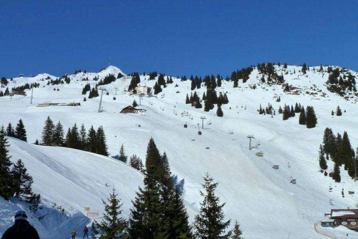 Im Skigebiet Allgäu/Tirol Vitales Land geht es auf rund 2.000 m hoch.