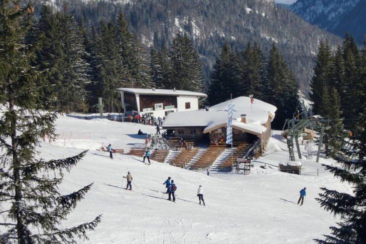 Skigebiet Spitzingsee-Tegernsee: Stärkung auf der Hütte.