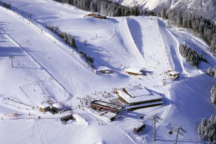Blick aufs Skigebiet Ski- & Freizeit-Arena Bergeralm von oben.