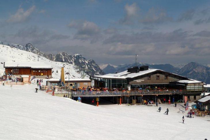 Skihütte mit Sonnenterrasse im Skigebiet Golm.