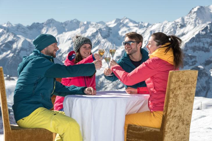 SnowTrex: Stilvolles Sektfrühstück - so sieht Genuss am Berg aus.