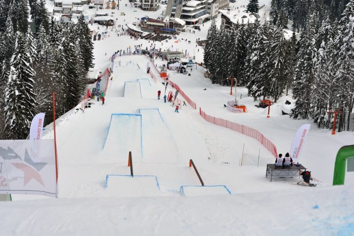 Skigebiet Pamporovo: Kicker-Line im Snowpark.
