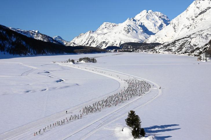 Teilnehmerfeld beim Engadiner Skimarathon.