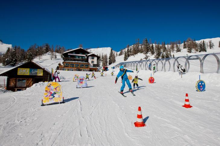 Skigebiet Tauplitz: Das Kinderland mit überdachtem Zauberteppich.