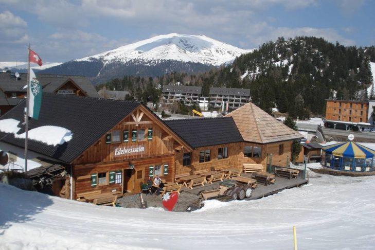 Die Edelweissalm im Skigebiet Turracher Höhe.
