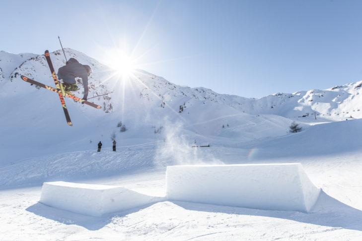 Freestyler im Snowpark am Speikboden.