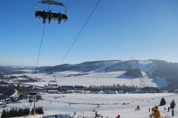 Im Skigebiet Willingen geht es auf knapp 900 m hinauf.