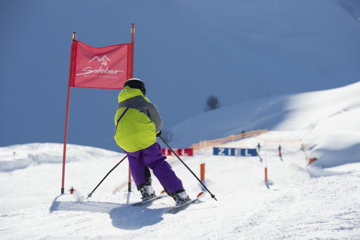 Skigebiet Warth-Schröcken: Kleiner Racer auf der Rennstrecke am Salober.