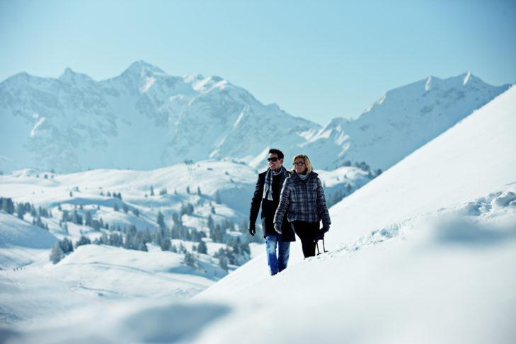 Winterspaziergänger in der atemberaubenden Winterlandschaft bei Warth.