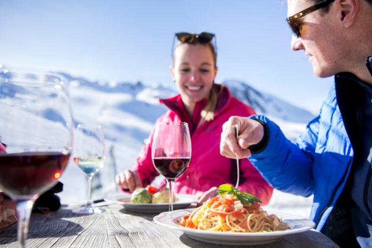 Pastateller: Die Bergrestaurants im Skigebiet serviereni talienische Spezialitäten.