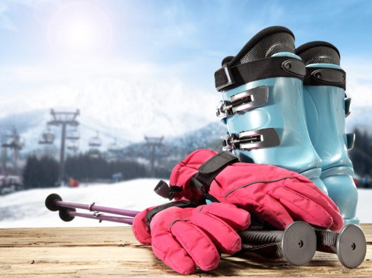 Skihandschuhe sollten warm, aber auch möglichst flexibel sein.