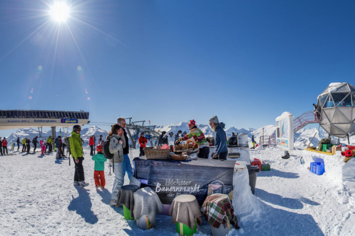 Stand beim höchsten Bauernmarkt der Alpen in der Ski amadé.