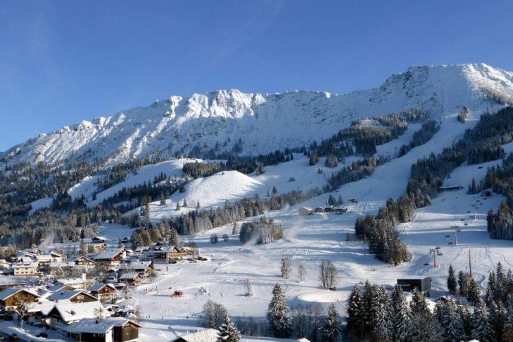 Blick auf das Skigebiet Oberjoch/Bad Hindelang.